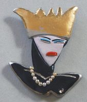 Mean-queen-brooch